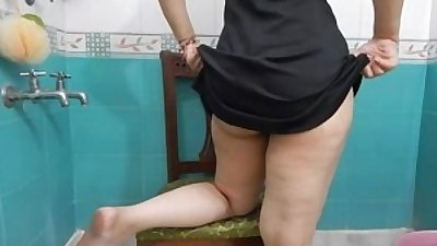 Desi Mallu wife showing big Gaand